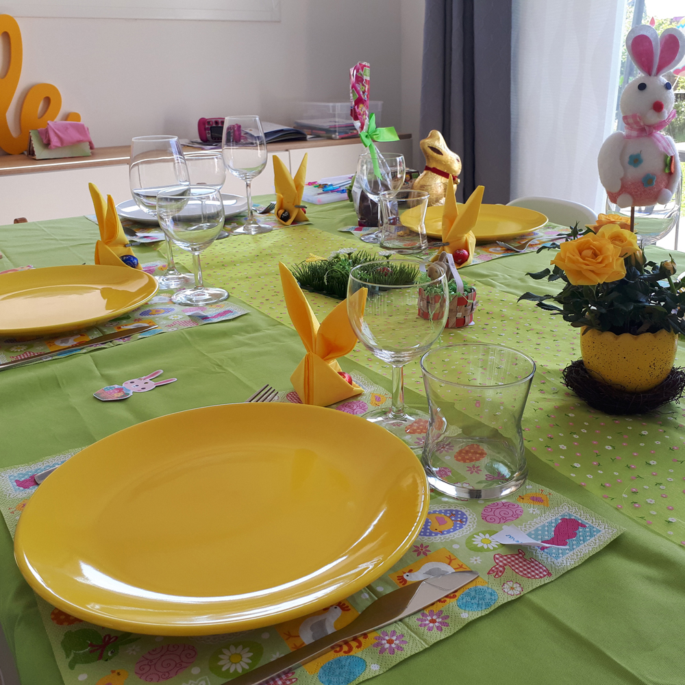 table paques jaune vert