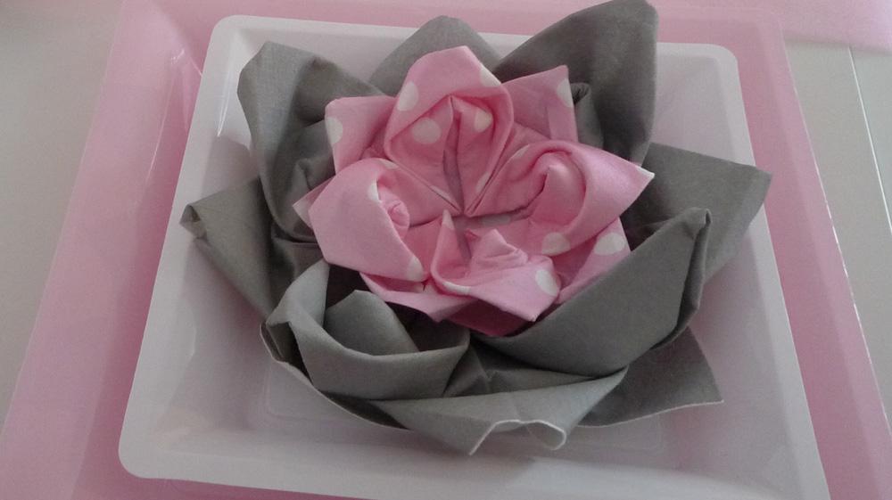 Pliage De Serviette Fleur Nénuphar Double Pour Pâques Et Baptême